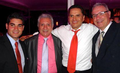 Foto Roberto Sandoval com empresarios de Bahia de Banderas